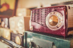 Lyssna på Höglandets Närradio via en gammal hederlig radioapparat